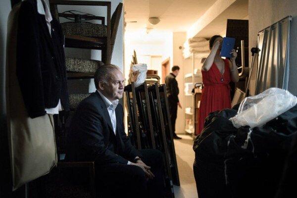 """Andrej Kiska na fotografií s názvom """"pred mítingom"""""""