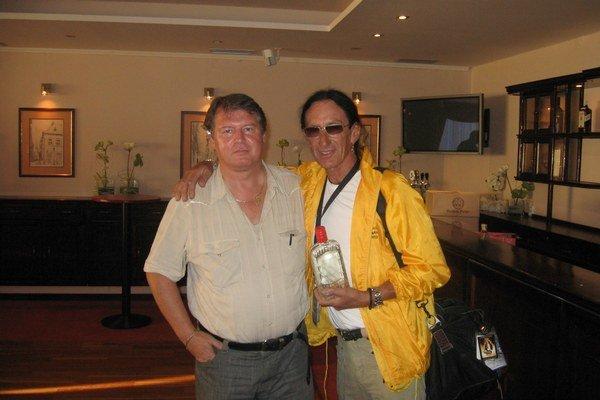 S legendou Uriah Heep Kenom Hensleym. Dali si spolu pivo a dostal i autogram na stenu pri svojom byte.