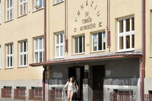 Gymnázium Tomáša Akvinského. Aj ich sa dotkne nižší počet prvákov od budúceho školského roka.
