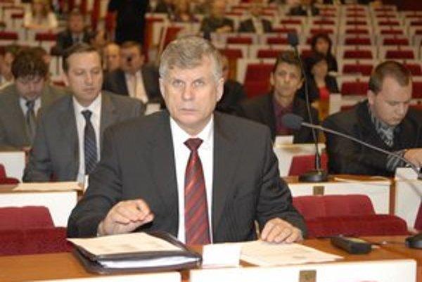 Milan Géci (Smer). Mestský poslanec, otec podnikateľa.