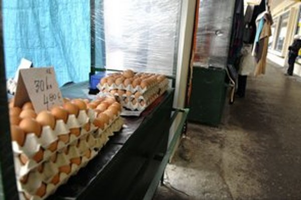 Predávajú sa aj v zime. Vajíčka údajne vyberajú na pulty len v množstve, ktoré sa rýchlo predá.