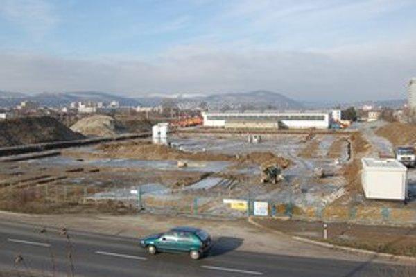 Práce sa len rozbiehajú. Zatiaľ sa realizuje tzv. zakladanie stavby.