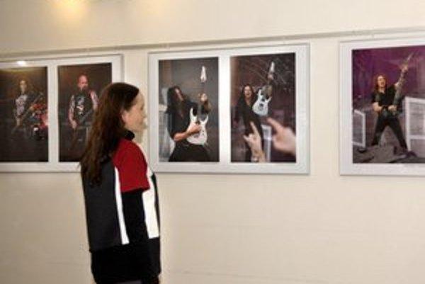 Fotografie z koncertu. Námetovo atypickú výstavu nájdete vo FotoGalérii NOVA.