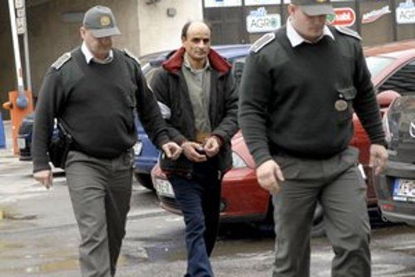 Štefan Balogh na prokuratúre. Dohodol si trest 24 rokov.