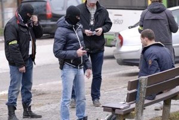 Zadržaný sedel ako baránok. Odpor nekládol, polícii vydal marihuanu.
