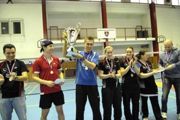 Adam Cwalina. S prvou trofejou vo farbách Betpresu.