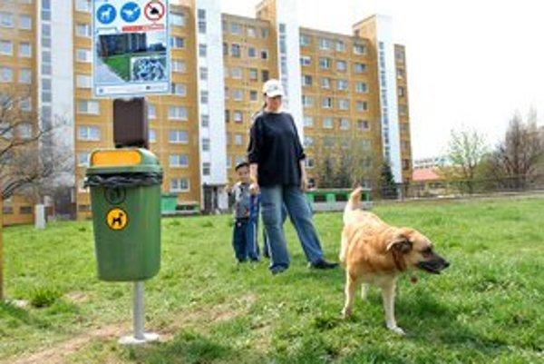 Trávnatú plochu odskúšala Terasanka Cecília a jej psík Jenna.