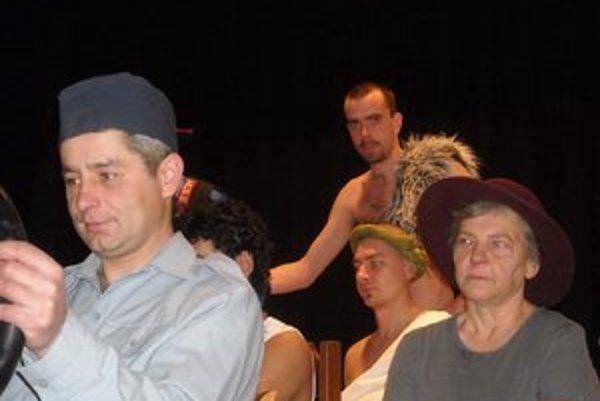 Netradičné spojenie. Herci nacvičili divadlo s bezdomovcami.
