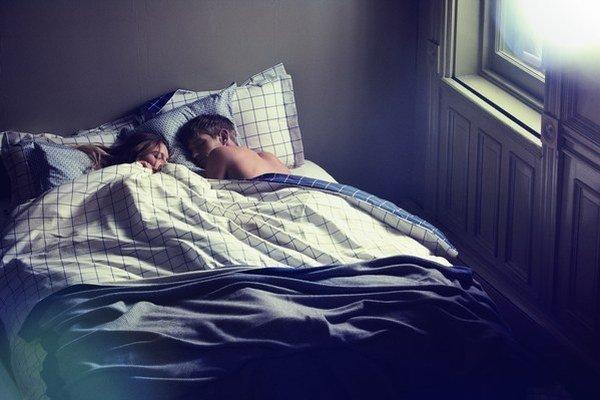 Určite aj vy pociťujete únavu, keď sa dobre nevyspíte. Dobrý spánok veľmi narúša chrápanie. Aj chrápajúcemu, aj spiacim v miestnosti s ním.