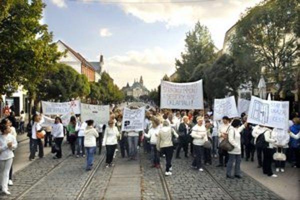 Zdravotné sestry. Na tretí protest v poradí ich prišlo asi 150.