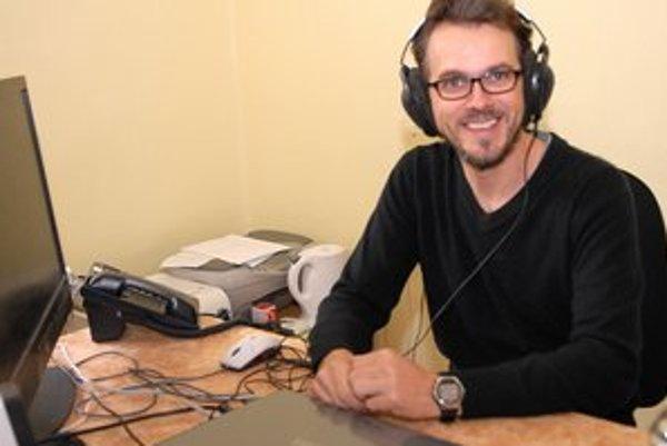 Výskumník Norbert Kopčo. Jeho objav môže zlepšiť načúvacie strojčeky.