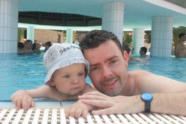 Starosta so synom Lukášom na kúpalisku