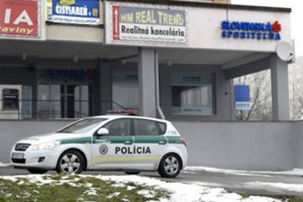 Do pobočky Slovenskej sporiteľne na Triede KVP sa vlúpal zlodej.