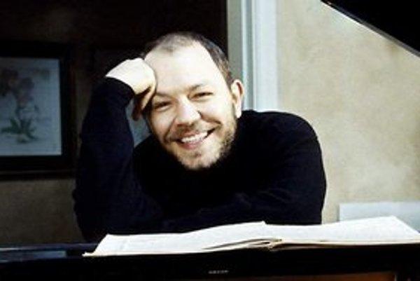 Özgür Aydin. Má pestrú medzinárodnú interpretačnú kariéru. V Košiciach otvorí tohtoročnú Košickú hudobnú jar.