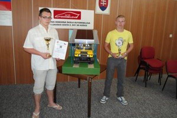 foto: S oceneniami. Marek Mazák (vľavo) a Tomáš Hegedüš urobili odbornému školstvu KSK skvelé meno.