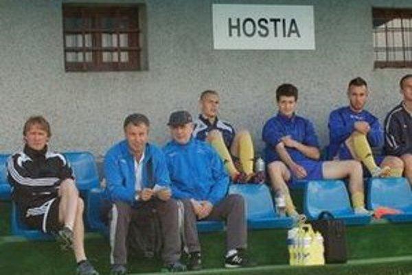 Trénera Richarda Högera (vľavo) mrzelo, že jeho tím prišiel o body.