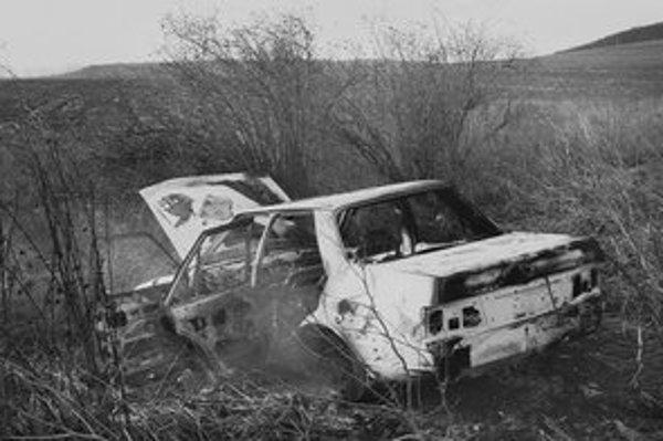 Zhorený Ford Orion. Pri podpálení mal pomáhať D. Hudák.
