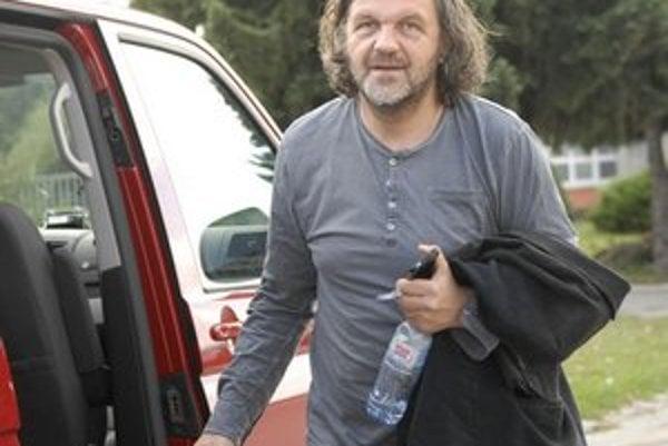 Režisér a hudobník Emir Kusturica. Na košické letisko priletel súkromným lietadlom.