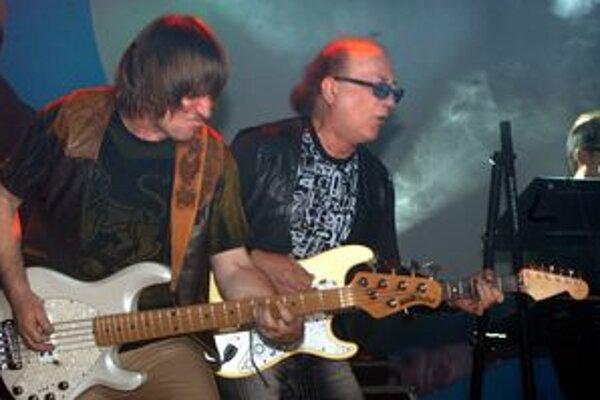 Prichádzajú legendy. Petr Janda čoskoro oslávi 70 rokov, no rockovanie ho stále baví.
