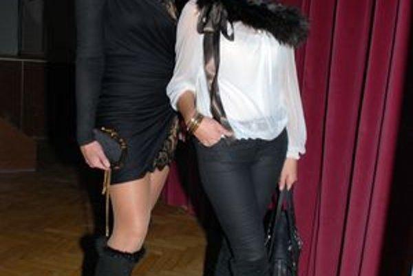 A. Tatarková Barakat (vľavo) prepadla nakupovaniu cez internet.
