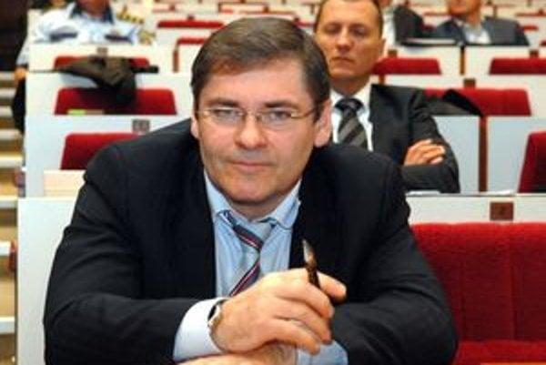 Šéf Správy majetku Milan Jankura. Odorúča prenájom čím skôr.