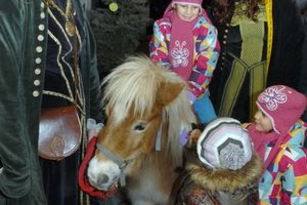 Jazda na poníkovi, Deti sa neho trhali.