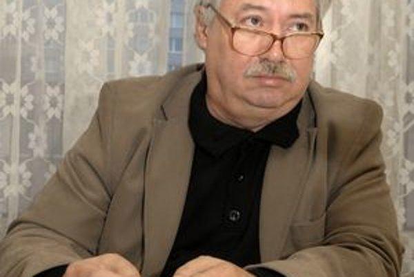 Oskár Ivanko. Furčiansky kontrolór dostal za svoje nadčasy po baroch odmenu 1050 €.