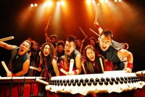 Japonskí bubeníci. žnú úspechy po celom svete. V Košiciach sa predstavia vo februári.