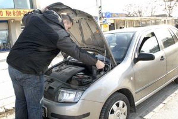 Zimné štartovanie môže motoristom spôsobovať problémy.