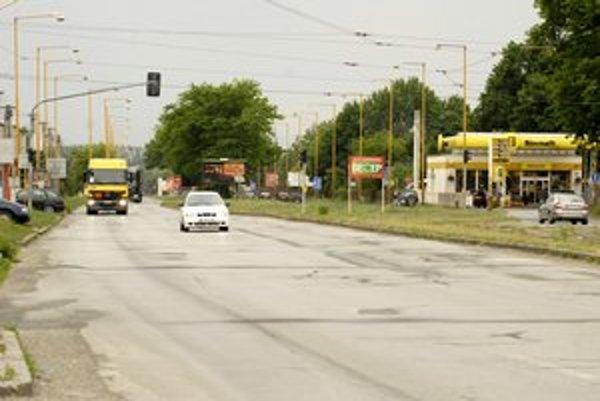 Benzínové čerpadlo. Súd musel vyriešiť otázku, či výjazd na pumpu je križovatkou, alebo nie.