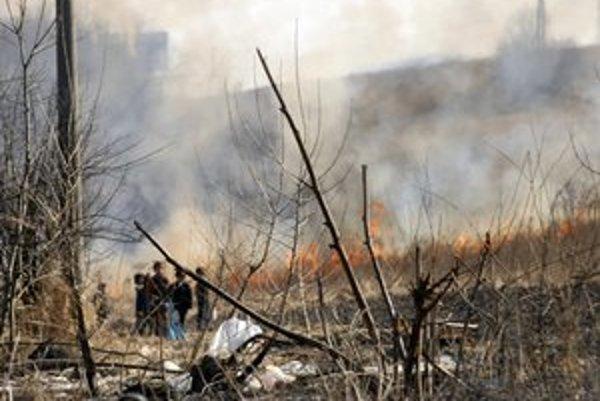 Lunik IX. Tunajšie deti trávu podpália, aby videli hasičov hasiť.