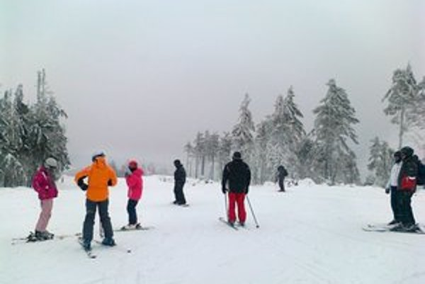 Skipark Erika. Pod Kojšovskou hoľou sa uplynulú sezónu museli spoľahnúť len na prírodný sneh.
