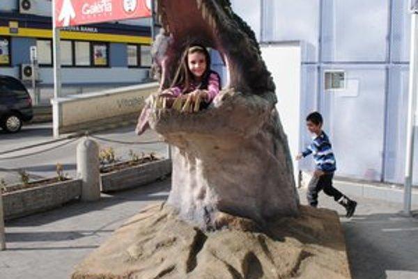 Obrovská papuľa Fotosaura je atrakciou hlavne pre deti.