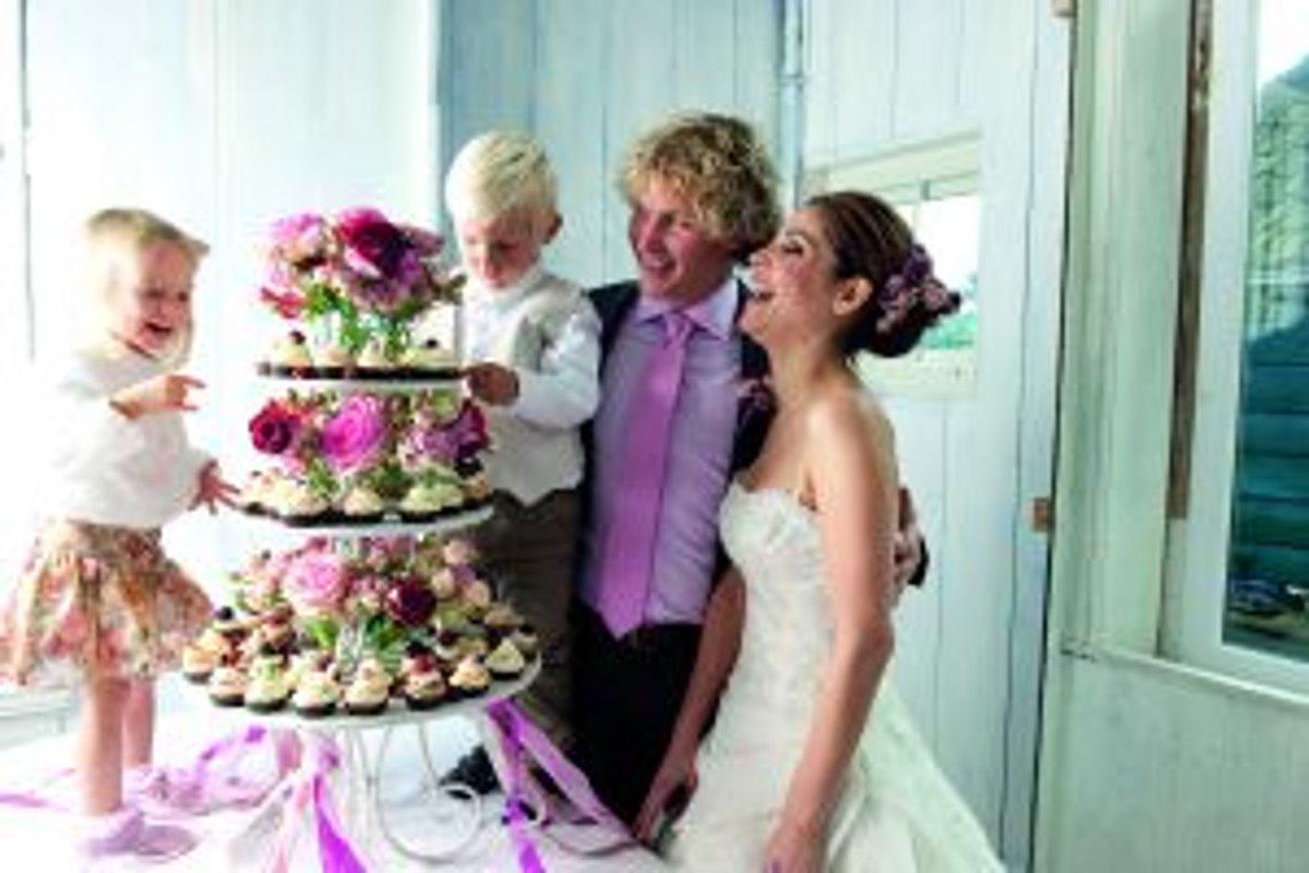 8c0d5ee2db47 Svadobná sezóna 2012  Aké sú trendy  - Žena SME