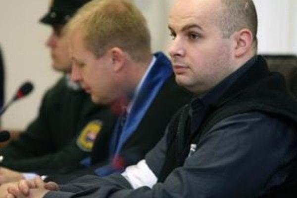 Advokát a klient. Obhajovanie B. Adamča prinieslo M. Kuzmovi obvinenie polície.