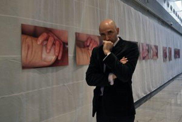 Výstava fotografií. Peter Krcho nafotil rizikové bábätká.