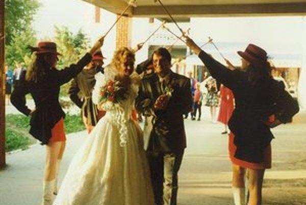 V svadobnom programe účinkovali aj mažoretky.