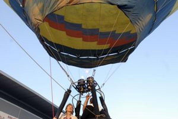 Nebo posiali balóny. Úvodným letom včera odštartovala medzinárodná balónová fiesta Košice 2011FOTO: VEJA
