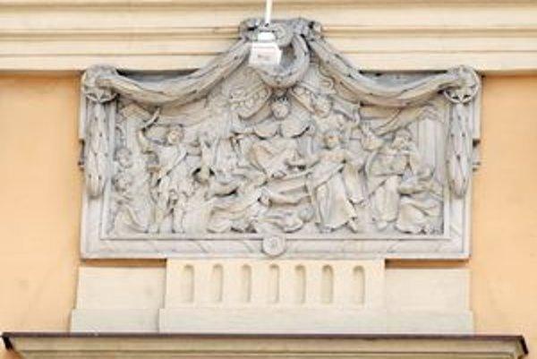 Reliéf na historickej radnici