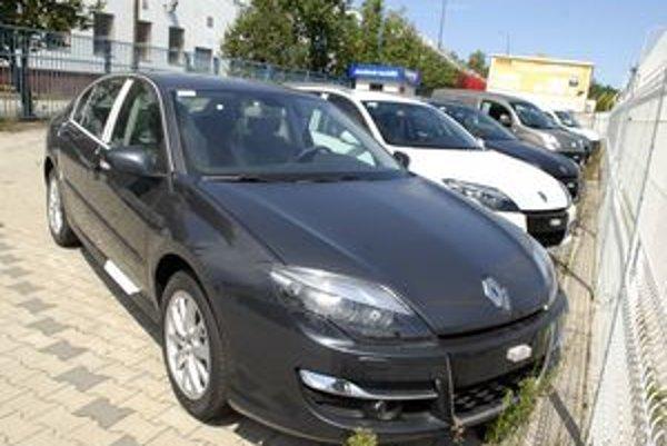 Ceny áut sú aj v Košiciach nižšie ako pred rokom, bruselských 17,4 percenta však importéri považujú za prehnané čísla.