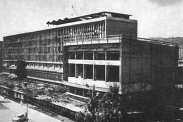 Hlavnú budovu VŠT postavili v roku 1972.