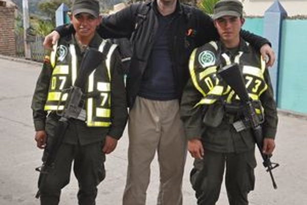 Priateľstvo Petra s kolumbijskou armádou.