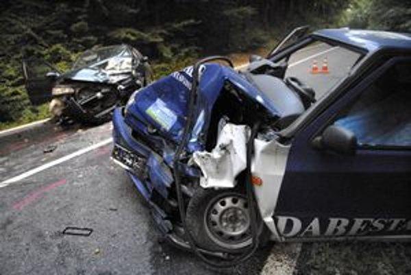 Po zrážke. Obe autá boli totálne zničené.