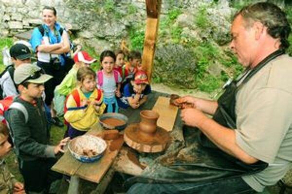 Pri výbere tábora pri deťoch zaváži program, ale aj obľúbený vedúci, s ktorým sa už stretli v predchádzajúcom tábore.