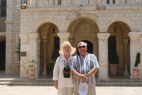 Manželia Ocelíkoví pri obnove manželského sľubu.