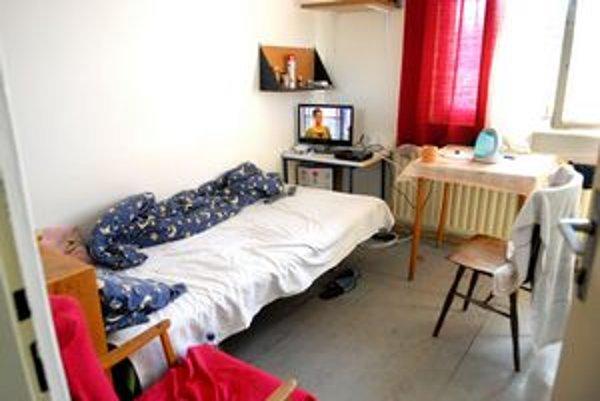 Izby sú jedno, dvoj i trojlôžkové.