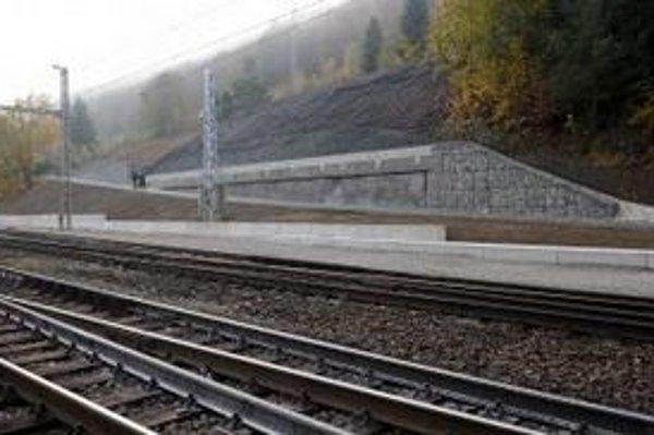 Železnice Slovenskej republiky odovzdali 27. októbra 2011 stavbu po zrealizovaní sanačných prác a odstránení havarijného stavu po zosuve svahu na železničnú trať v Malej Lodine.