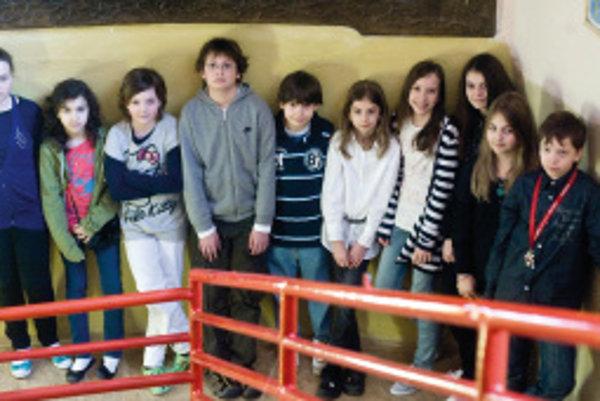Zľava hore: Jano (12), Karolína (12), Amela (11), Terezka (11),Miška (11)Zľava dole: Samo (11), Tomáš (12), Linda (12), Tea (12), Lucia (12)