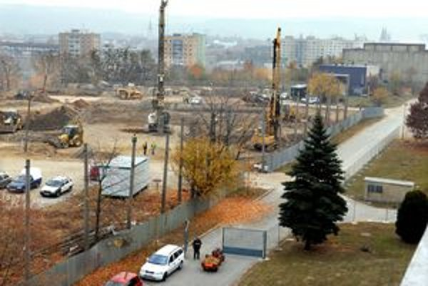 Dvesto nových bytov. Pod nemocnicou už začali stavať nový obytný súbor.
