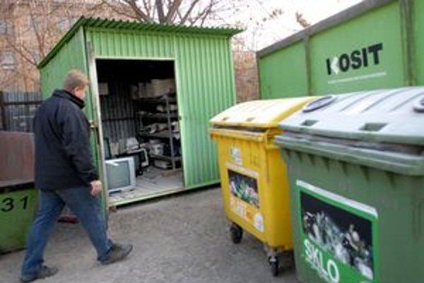 Zberné miesto na Jesenského. Prijíma od občanov aj odpad veľkých rozmerov.